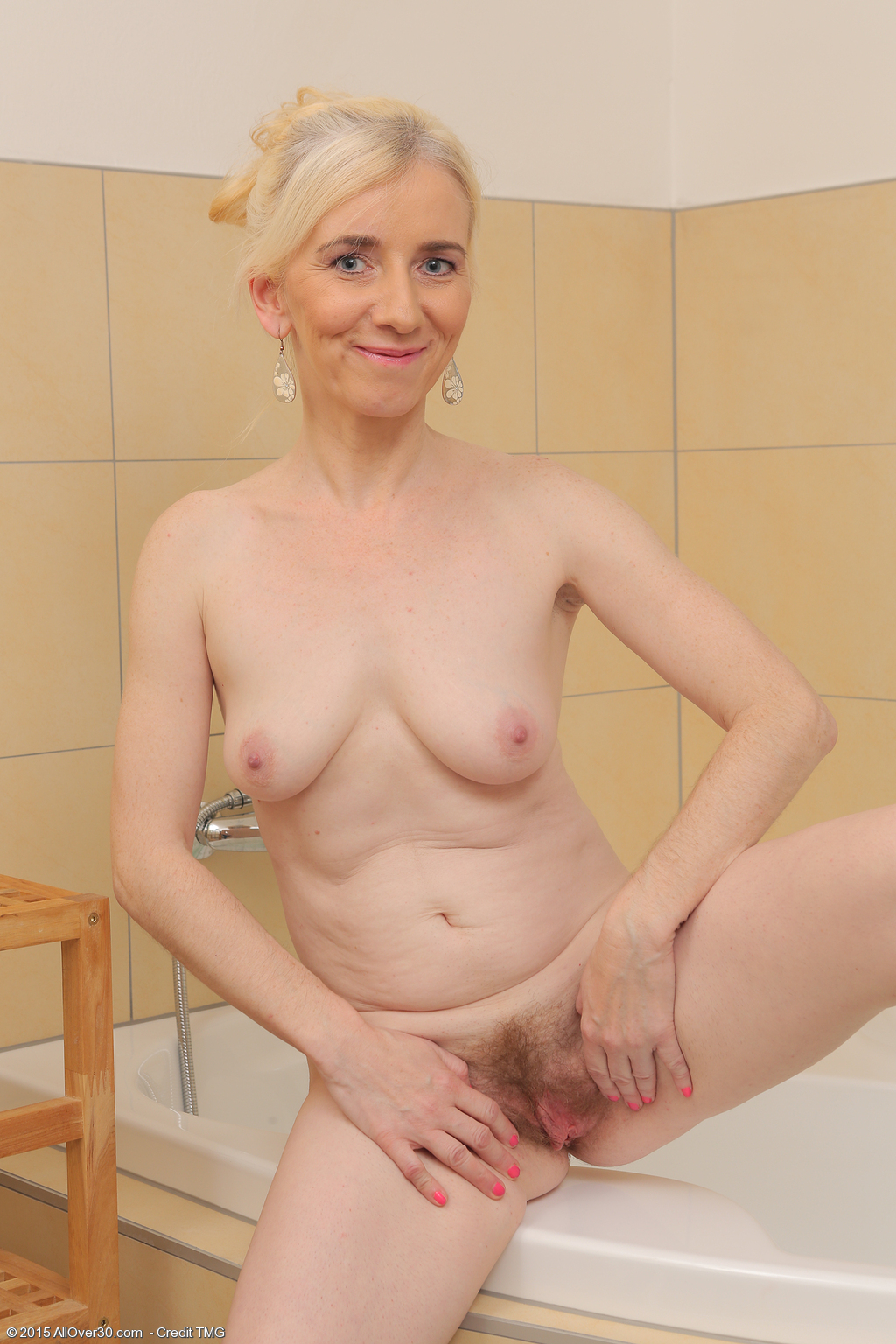 Down! Mature nude blonde girls all