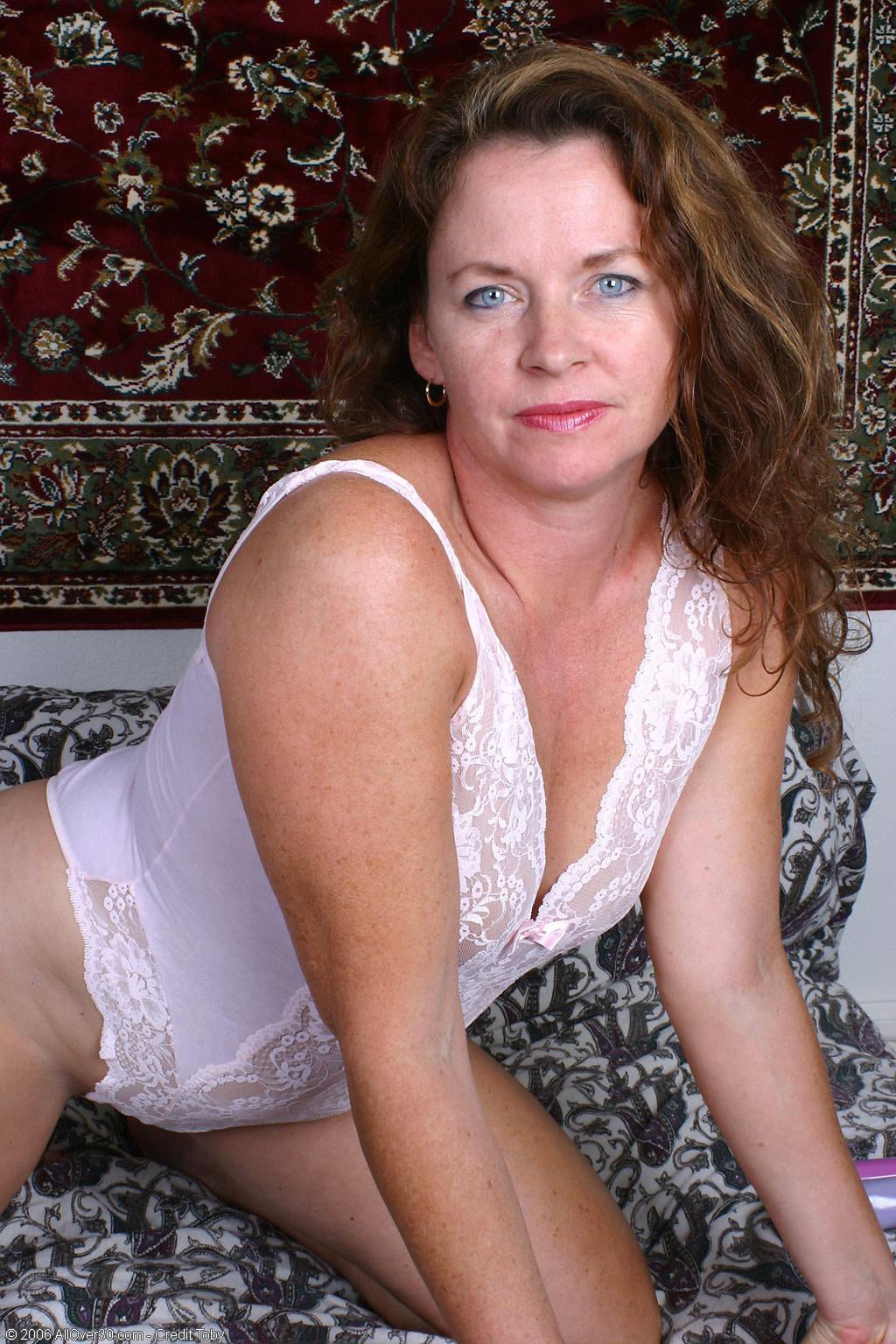 nude piss masturbating girl