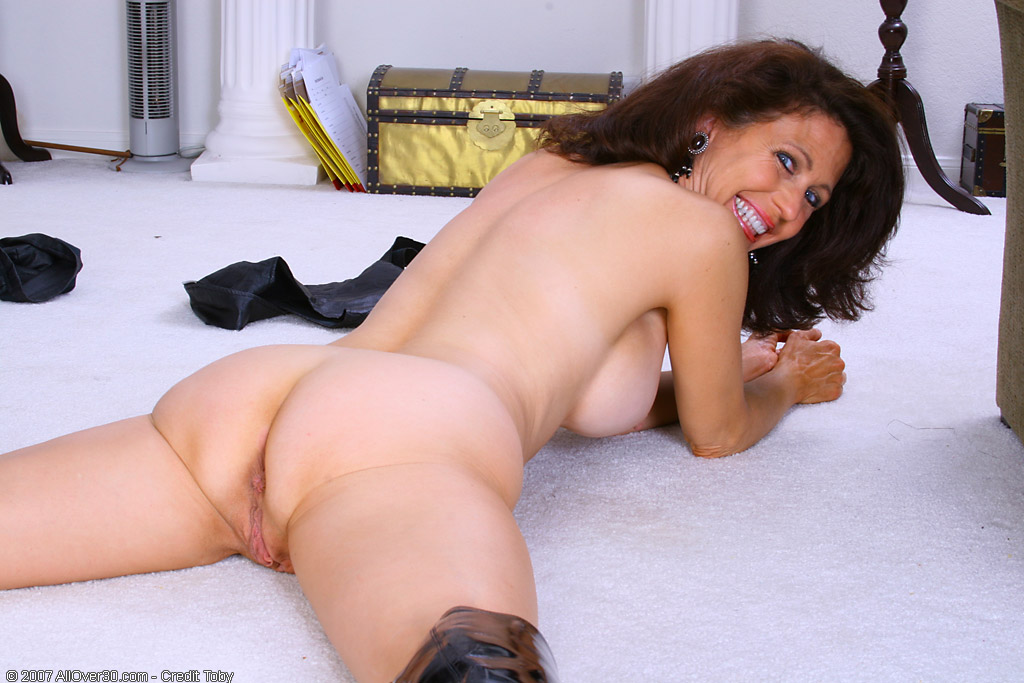 Ana foxxx strips down and masturbates 5