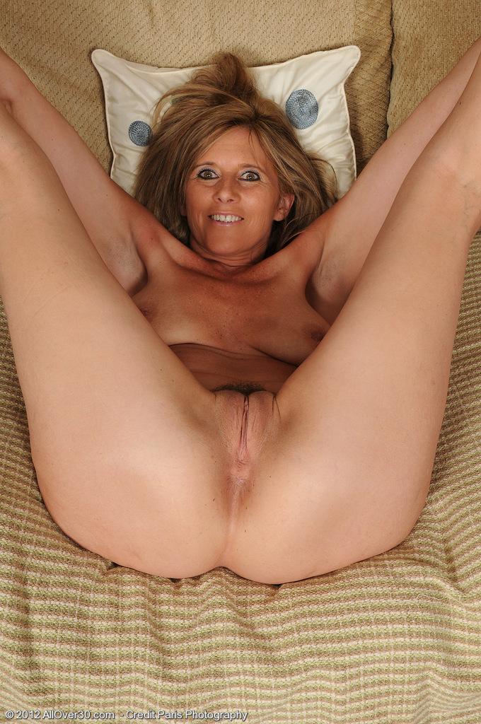 Beautiful nude mature wife