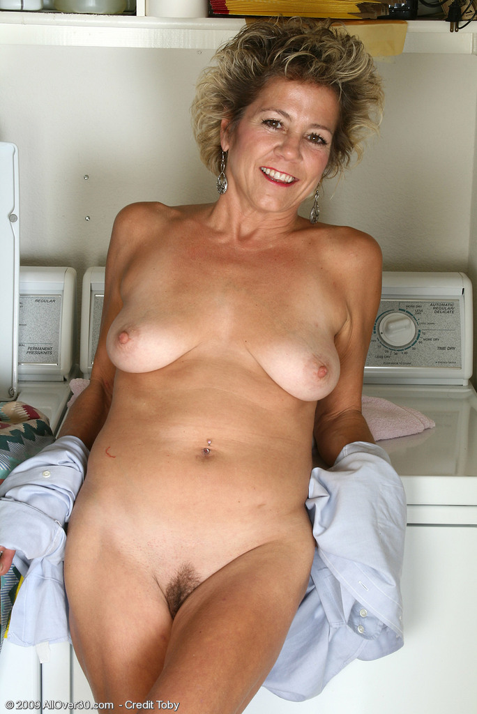 girls at home spreading pussy