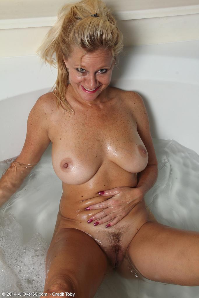Hosuton nude milf