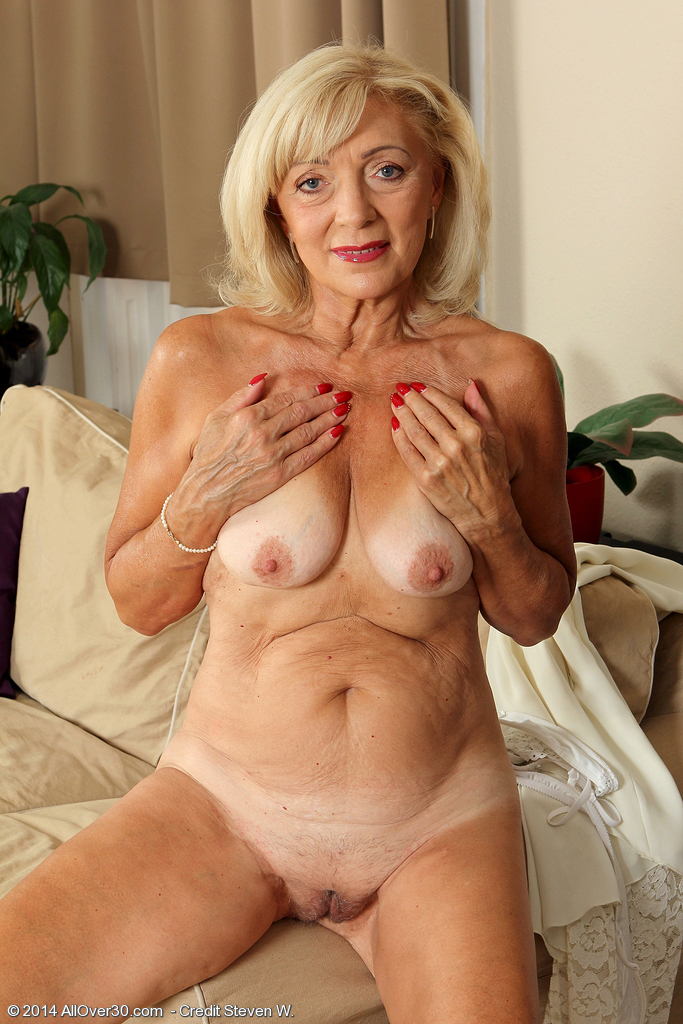 Hot Naked Mature Woman