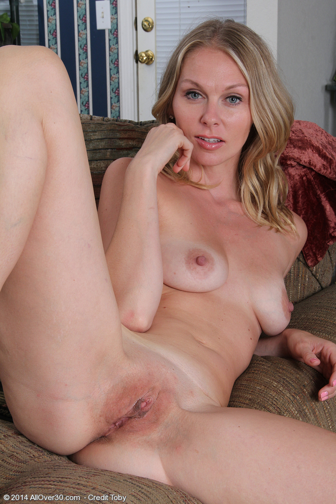 image Horny housewife lara elaine from allover30