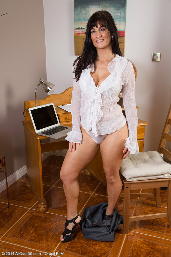 allover30free     hot older women   45 year old lelani tizzie from