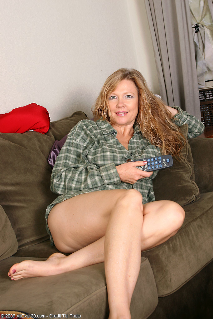 Gorgeous milf sucks cock