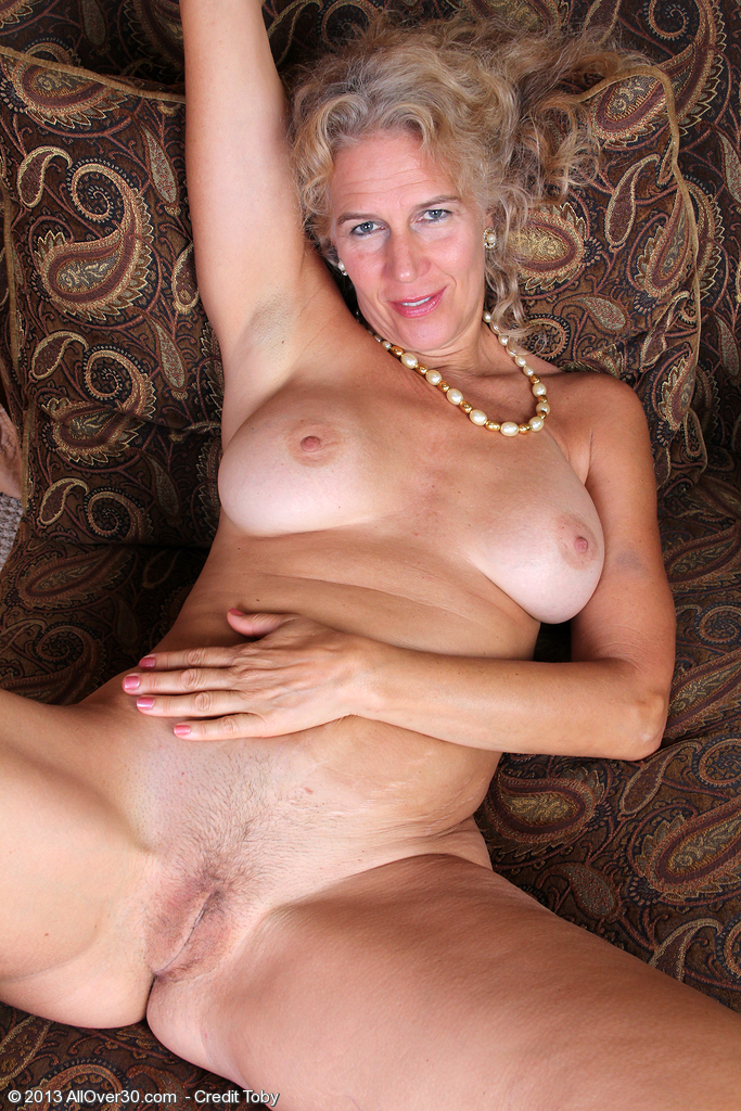 Perfect naked mature women
