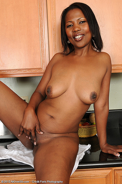 old black lady nude pussy