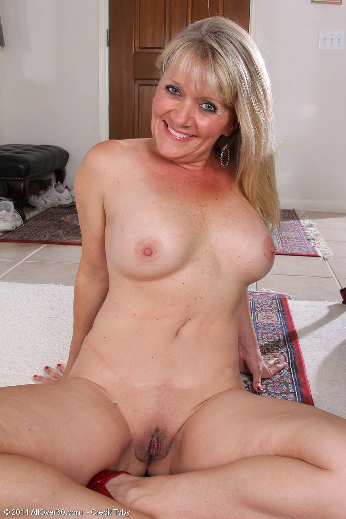 Milf with small tits banged