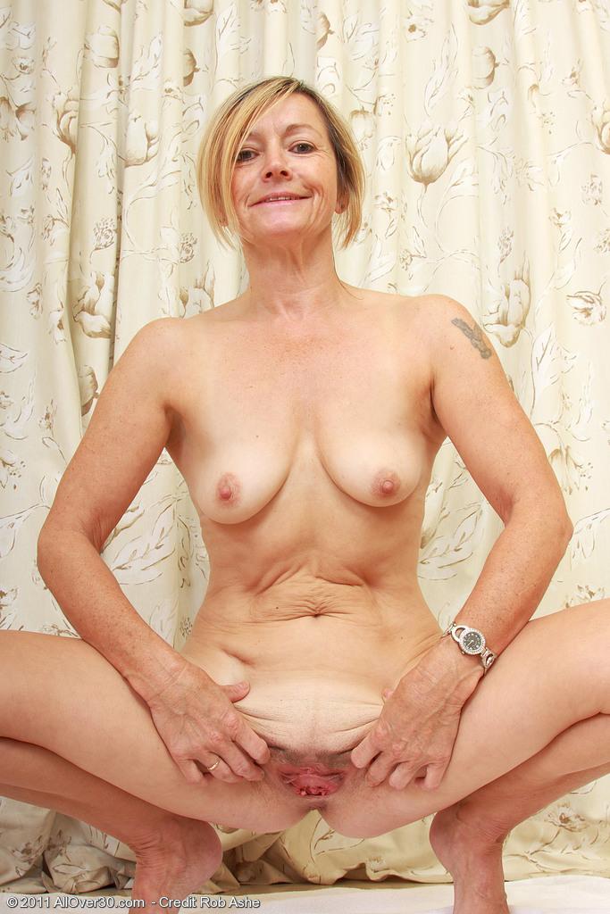 Über Exposition gegenüber Brüste meh. nur Brüste. Ich sehe diese Scheiße sehr oft. Nichts Besonderes.