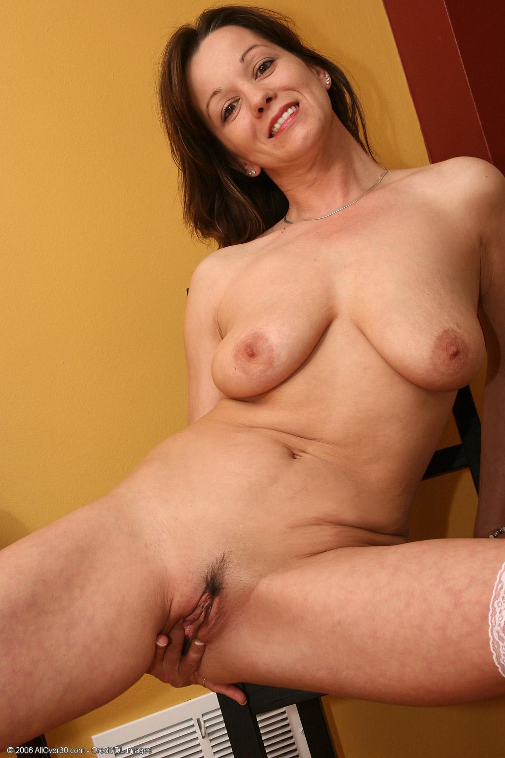 Samantha milf nude