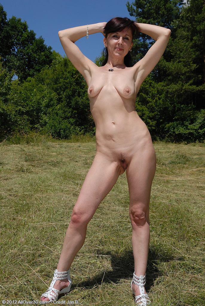 Featuring 46 Year Old Jenny H From Esk Brod, Czech Repulic In High Quality Outside Mature And -8466