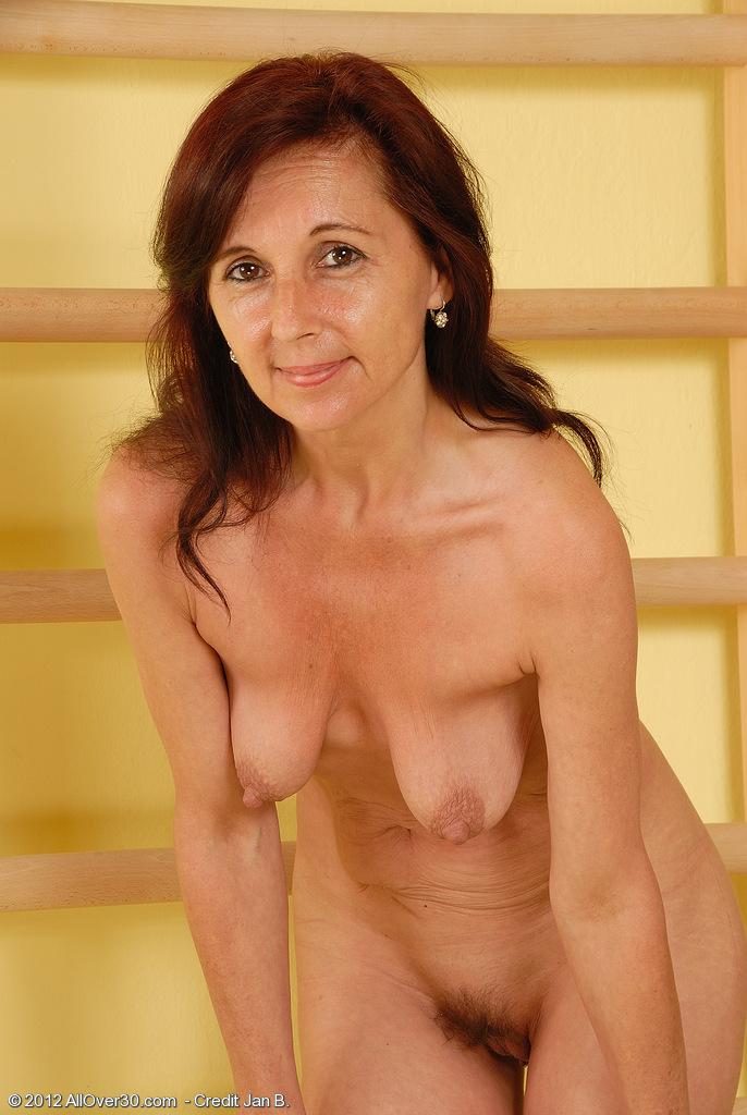 voyeur woman changing rooms