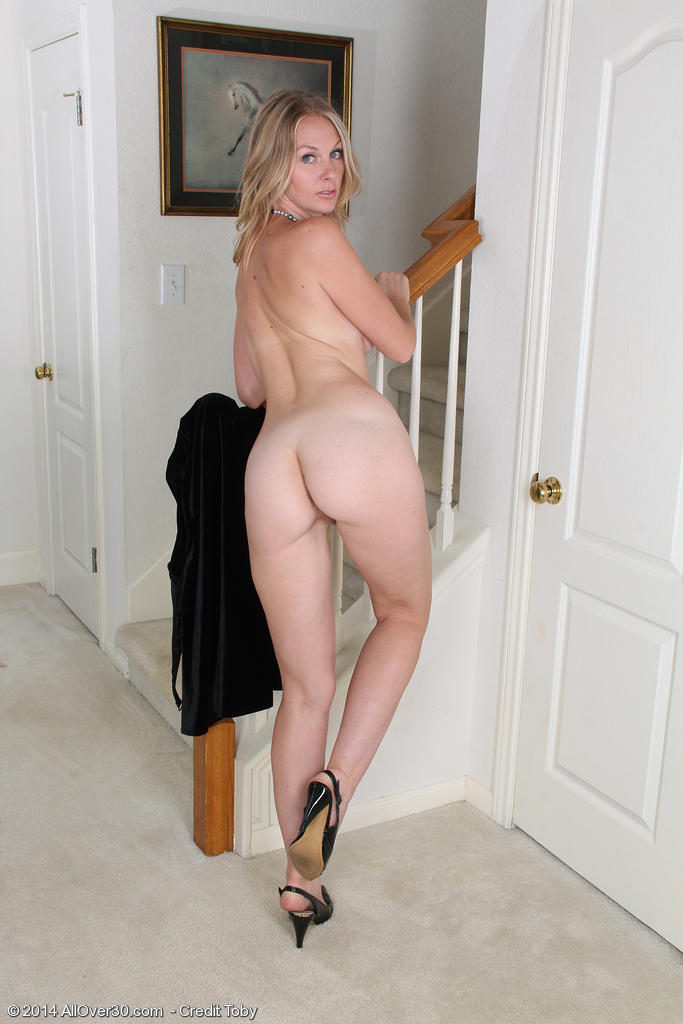 for-anal-amateur-naked-in-heels-ricci