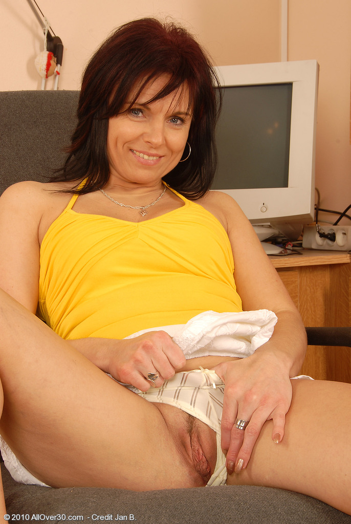 Allover30Freecom- Hot Older Women - 40 Year Old Linette -9458