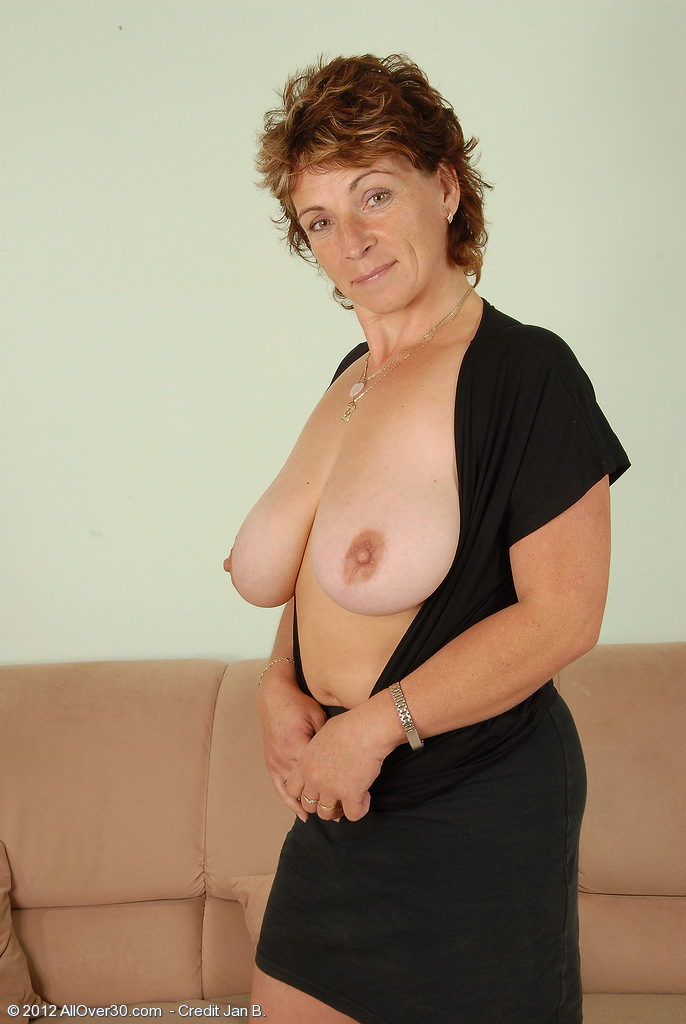 mature-models-pictures-shirt-pulled-up-gif